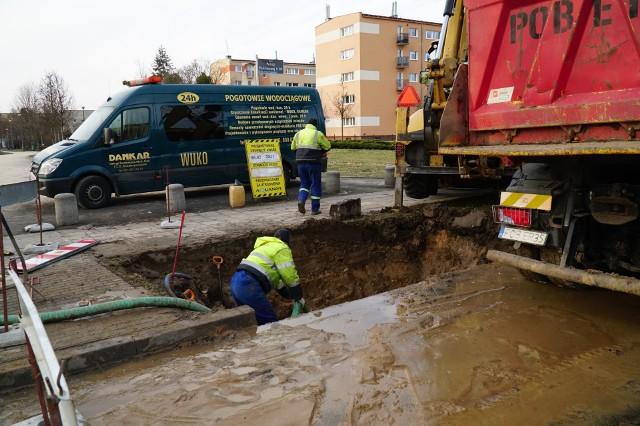 Ekipy Aquanetu cały czas pracują nad usunięciem awarii, do której doszło w rejonie ulic Grochowska i Brzask w Poznaniu.Zobacz więcej zdjęć ---->
