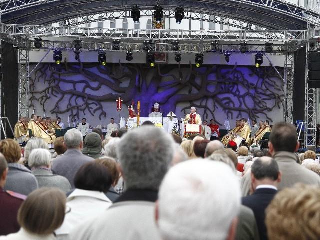 Białostoczanie dziękowali wczoraj za beatyfikację podczas mszy świętej przy sanktuarium Miłosierdzia Bożego. W nabożeństwie wzięło udział setki wiernych.