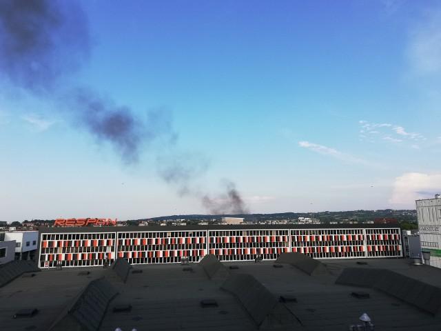 Wybuch i dym, widok z okien Medyka w kierunku Armii Krajowej - napisał do nas Cztelnik.