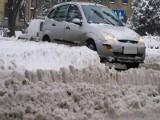 Opady śniegu paraliżują drogi w regionie. Tragiczna seria wypadków