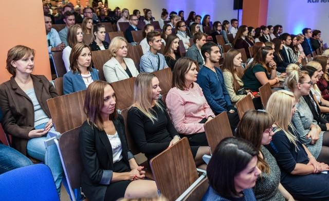 Uczelnie w regionie zapraszają kandydatów na studia. Na zdjęcia: inauguracja roku akademickiego 2018/2019 w WSB w Bydgoszczy