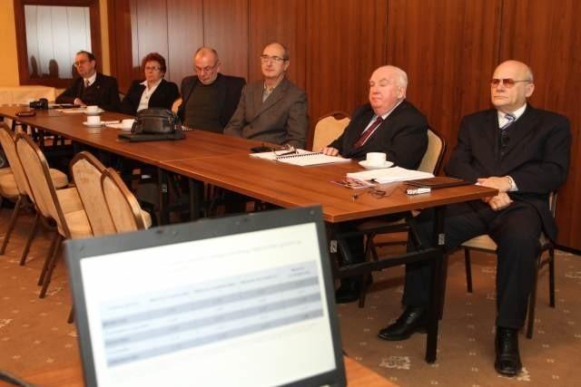 Konferencję popularyzującą ideę klasteringu w Polsce Wschodniej zorganizowała Staropolska Izba Przemysłowo-Handlowa, a jej prezydent Ryszard Zbróg (pierwszy z prawej) zachęcał do zainteresowania się tą formą współpracy.