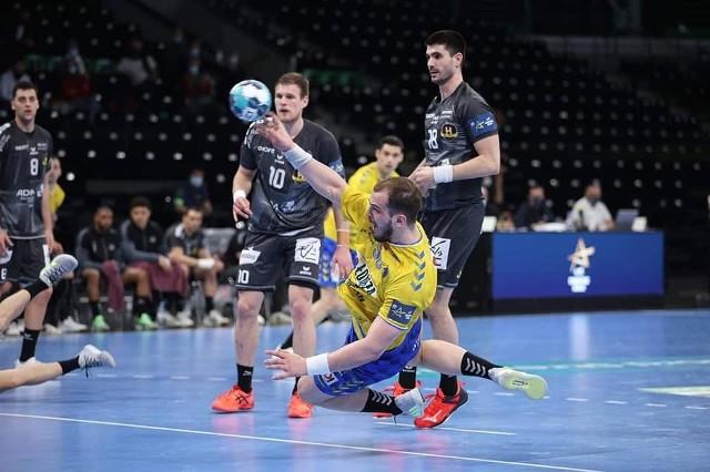 W pierwszym meczu, rozegranym w Nantes, Łomża Vive Kielce wygrało 25:24.