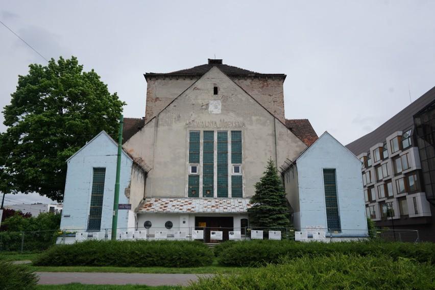 Dopuszcza się przebudowę, ale nie rozbudowę, dawnej Synagogi...
