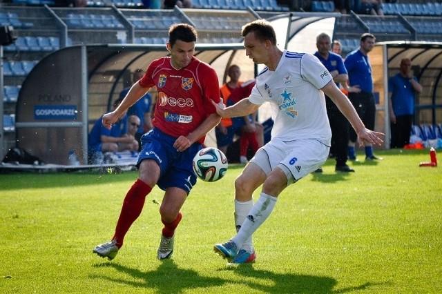 b Marcin Kocur (z lewej) jest jednym z niewielu graczy z minionego sezonu, który został w Odrze.