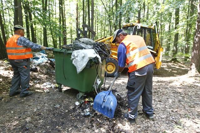 Likwidacja dzikiego wysypiska śmieciLikwidacja dzikiego wysypiska śmieci.