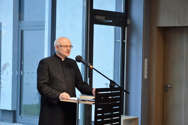 """Ks. dr Andrzej Demitrów wygłosił wykład """"Kryzys w Biblii""""."""