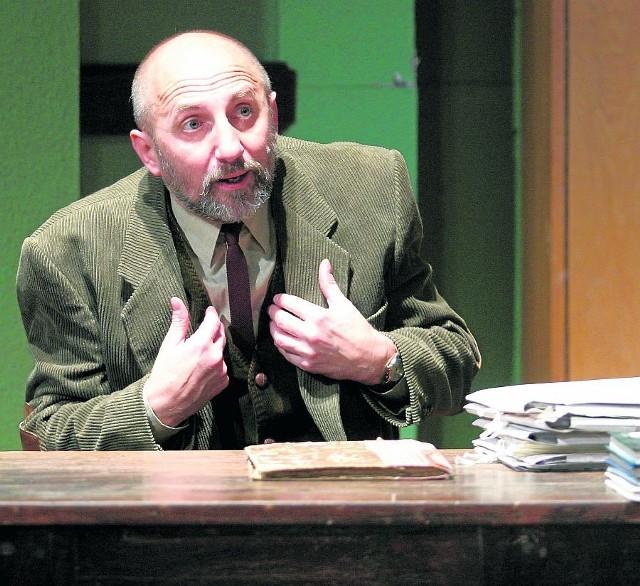 """- Sukces to sprawa kontynuacji i pomysłów na teatr, jaki mieli poprzedni dyrektorzy - mówi Igor Michalski (na zdjęciu na próbie  spektaklu """"Profesjonalista"""" w Teatrze Wybrzeże)"""