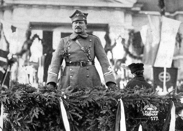 Zanim powstanie wybuchło na dobre, w listopadowe dni odbywały się patriotyczne wiece, rozwijano konspirację, dochodziło do utarczek. Potem nastał czas Powstania Wielkopolskiego i generała Dowbora-Muśnickiego