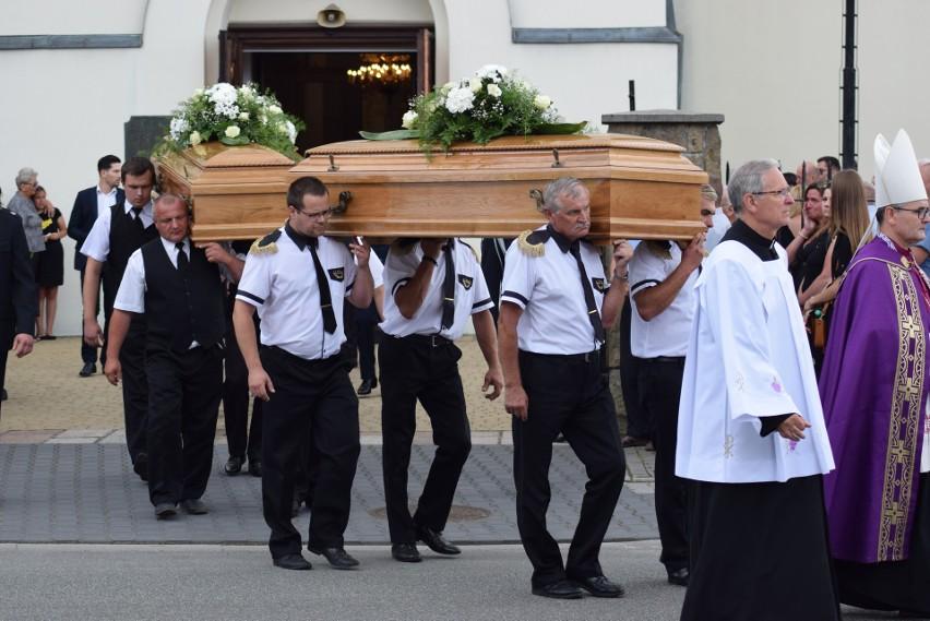 Pogrzeb ofiar zbrodni w Borowcach 20 lipca 2021 r. w...