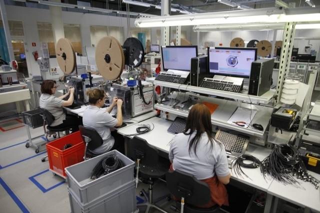 1500 zagranicznych firm działa na OpolszczyźnieJednym z największych niemieckich inwestorów w regionie jest firma IFM Ecolink, która wybudowała w Opolu za około 40 mln zł fabrykę produkującą czujniki i systemy sterujące. Zamierza też stworzyć centrum badawczo-rozwojowe, w którym pracowałoby od 50 do 100 inżynierów.