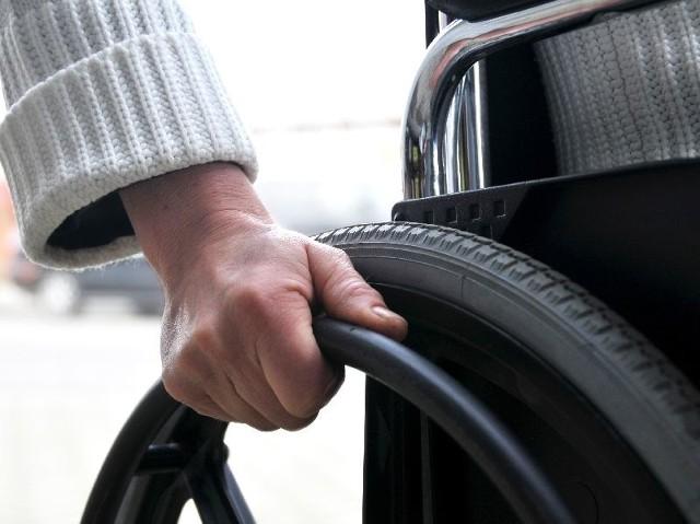 Będą pieniądze na likwidację barier architektonicznych, utrudniających niepełnosprawnym poruszanie się po Białymstoku