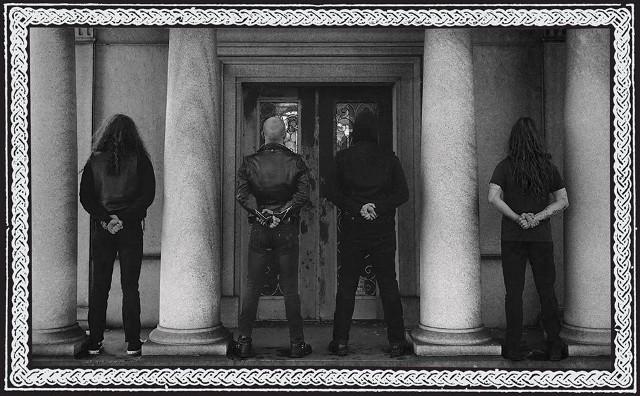 """Za założenie grupy Vanum odpowiadają Kyle Morgan i Mike Rekevics – """"blackowi"""" weterani, których można kojarzyć przede wszystkim z działalności w kapelach Ash Borer oraz Fell Voices."""