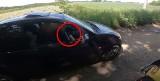 """Kierowca auta groził motocykliście bronią. """"Ja Cię k...wa zastrzelę"""". Policja w Kłobucku znalazła sprawcę"""