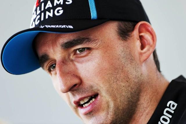 Robert Kubica cieszy się na jazdę w tysięcznym wyścigu Formuły 1. Radość byłaby większa, gdyby bolid Williamsa prowadził się jak należy.