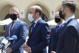 KO chce wotum nieufności dla ministrów PiS. Sondaże Andrzeja Dudy w dół