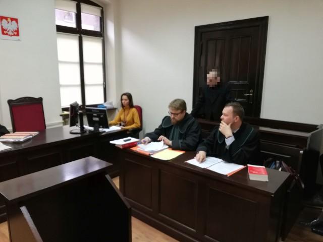 W Sądzie Rejonowym w Bydgoszczy trwa proces Mariana S., bydgoszczanina oskarżonego o posiadanie znacznych ilości narkotyków. Mężczyzna od 1994 roku ma HIV i wspomagał leczenie marihuaną.