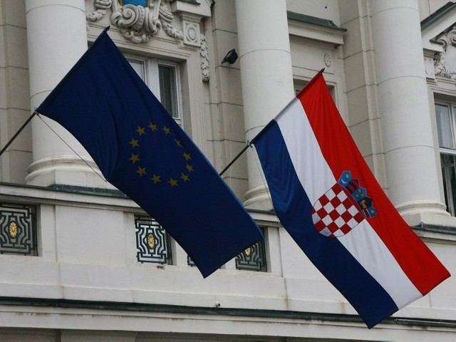 Zwiastunem wejścia Chorwacji do Unii Europejskiej były unijne flagi wiszące na gmachu parlamentu (soboru) w Zagrzebiu.