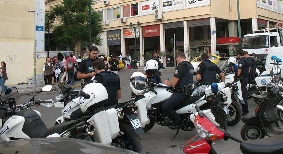Ostatnio w Atenach policjantów jest niemal tylu, ilu turystów...