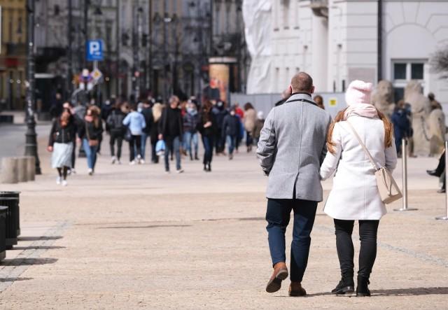 - Liczba cudzoziemców, którzy legalnie mieszkają i pracują w Polsce, systematycznie rośnie- informuje ZUS.
