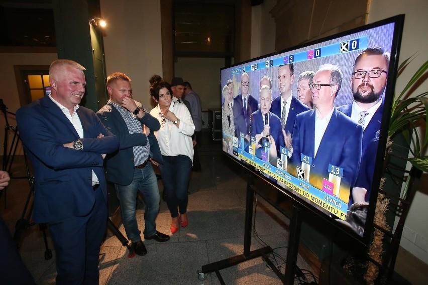 Sztab Koalicji Europejskiej tuż po ogłoszeniu pierwszych...