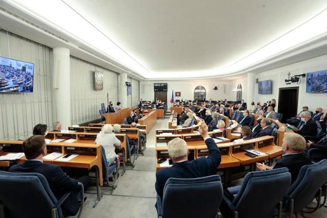 Senat zdecydował o podwyżkach dla prezydenta i samorządowców