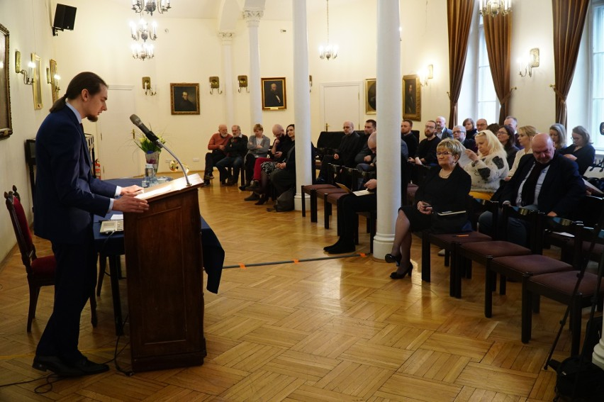 Sala Poznańskiego Towarzystwa Przyjaciół Nauk  była licznie...