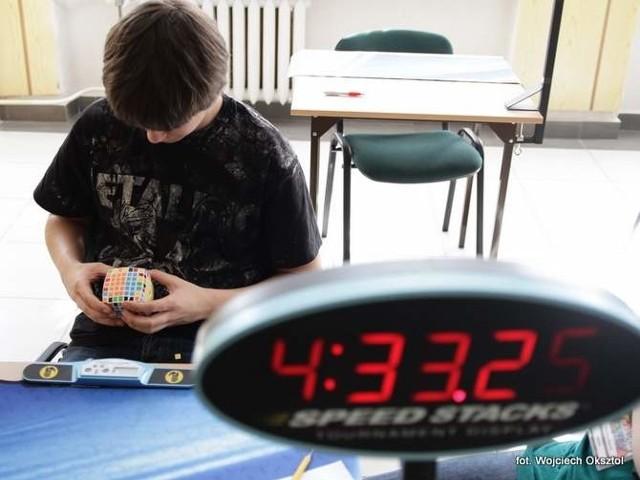 W Białymstoku odbywają się Mistrzostwa Podlasia w układaniu Kostki Rubika