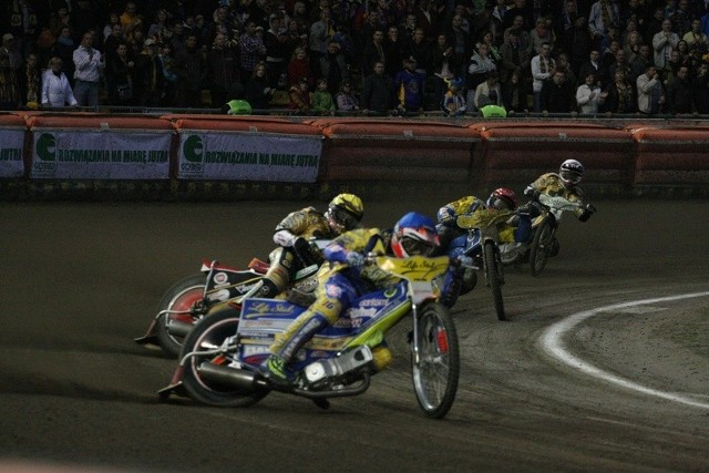 Ostatni pojedynek derbowy pomiędzy Stalą i Falubazem zakończył się po 11 biegach.