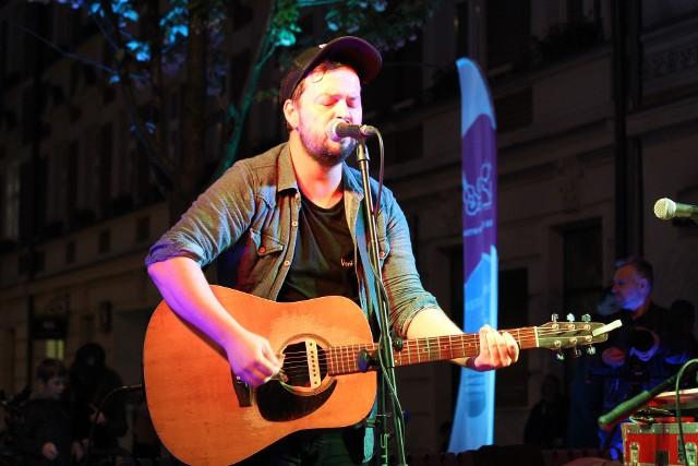 """W 2018 roku """"pod zegarem"""" na Songwriter Łódź Festiwal pierwsi zagrali Kev Fox i Rob Moir."""