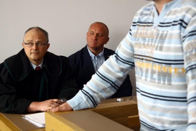 Marian K. to lider Ruchu Narodowego i były kandydat na prezydenta Polski. W sądzie zaznaczył, że nie chce by jego twarz była na zdjęciach zasłaniana czarnym paskiem