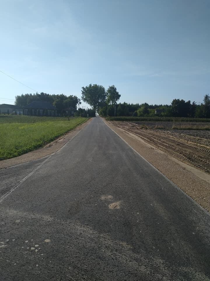 Droga gminna w Babinie zyskała nowy blask. Prace kosztowały prawie 300 tysięcy złotych.