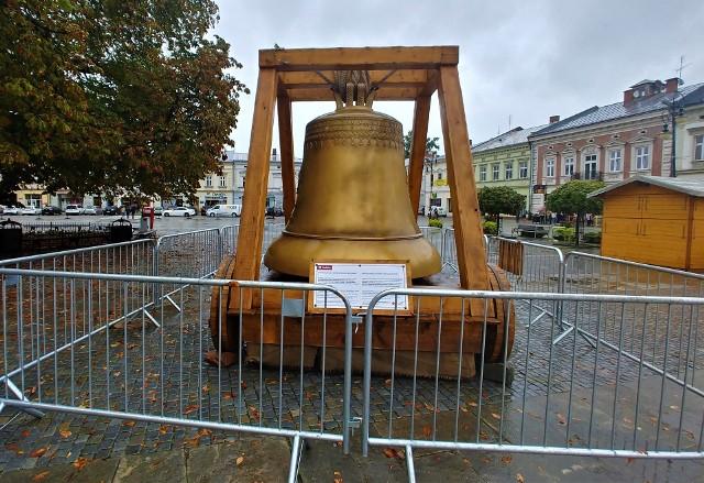 Dzwon Zygmunt był największym polskim dzwonem do roku 1999, kiedy to przewyższył go masą i rozmiarem licheński dzwon Maryja Bogurodzica