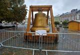 Nowy Sącz. Na rynku pojawiła się replika krakowskiego Dzwonu Zygmunta. Zagości w stolicy regionu na dwa tygodnie [ZDJĘCIA]