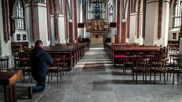 W obliczu pandemii kościoły opustoszały. Za to oferta modlitwy w internecie z dnia na dzień jest coraz bogatsza