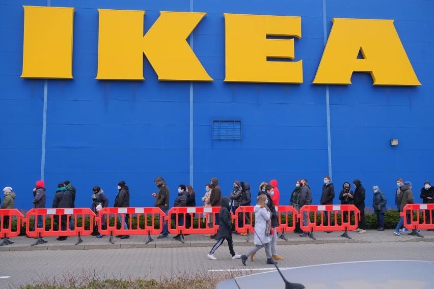 IKEA sprzedaje wybuchające szklanki? Szkło rozsypuje się na...