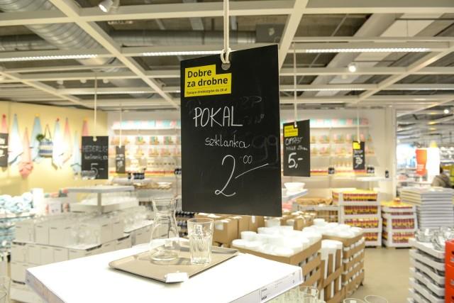 IKEA sprzedaje wybuchające szklanki? Szkło rozsypuje się na drobne i nieostre kawałki.