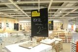 Wybuchające szklanki w sklepach IKEA. Szklanka Pokal z IKEI może eksplodować w dłoniach. Co na to szwedzki gigant?