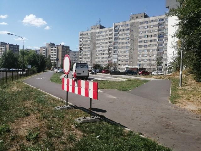 Rozpoczyna się budowa pętli przy ul. Falistej: pierwsze utrudnienia drogowe dotyczą rowerzystów i pieszych, bo samochody i tak kończą jazdę na wysokości parkingu salonu Skody