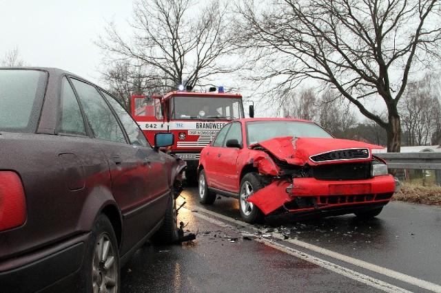 W Nowogrodzie Bobrzańskim czołowo zderzyły się dwa samochody audi. Na szczęście nikomu nic się nie stało.