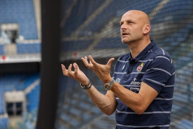 Trener Wisły Kraków Adrian Gula - teraz los drużyny w jego rękach