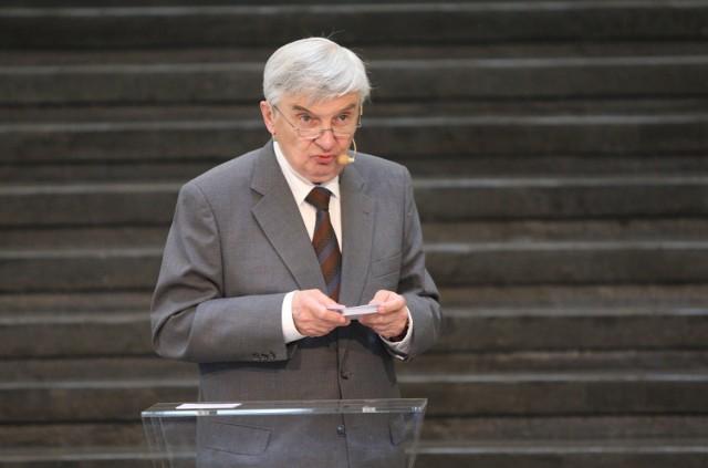 """- Telewizja jest dla mnie nieodgadnioną instytucją- skomentował Tadeusz Sznuk, prowadzący program """"Jeden z dziesięciu""""."""