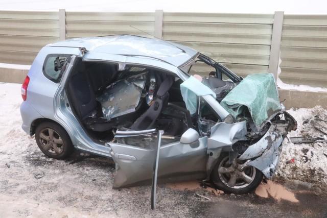 Według statystyk Komendy Miejskiej Policji w Poznaniu piesi nie są sprawcami zdarzeń drogowych. Są winni zaledwie niespełna 1 proc. kolizji i wypadków. W 2020 roku w Poznaniu odnotowano 541 wypadków z winy kierowców. Kierowcy, których pojazdów najczęściej powodują wypadki w Poznaniu? Zobacz w galerii ---->