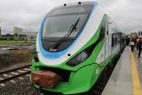 Pierwszy pociąg wyjechał dziś na trasę z Dębicy do Mielca. Szynobus zabrał pasażerów w drogę nowym traktem kolejowym [FOTO]