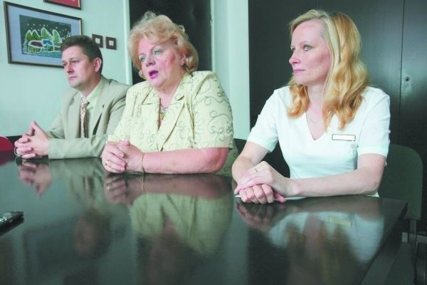 Do rozmów z mediatorem zasiadły: Anna Iwaszkiewicz-Pawłowska, dyrektor szpitala (w środku) i m.in. Agnieszka Olchin, szefowa związku pielęgniarek (z prawej)