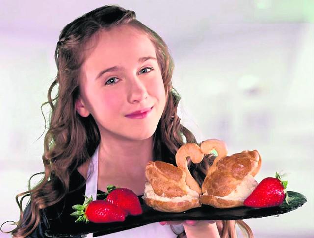 """Daria Kuczwalska oczarowała jurorów programu """"MasterChef Junior"""" ptysiami w kształcie łabędzi. Czy zaskoczy w kolejnych odsłonach programu? Zobaczymy"""