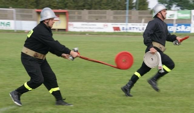 Ponad 300 strażaków z wszystkich 16 jednostek OSP z gminy Olesno wzięło udział w gminnych zawodach sportowo-pożarniczych na stadionie OKS-u Olesno. Druhowie rywalizowali  w następujących konkurencjach:> bieg sztafetowy 400 m z przeszkodami MDP,> sztafeta pożarnicza 7 x 50 m. z przeszkodami,> ćwiczenie bojowe.