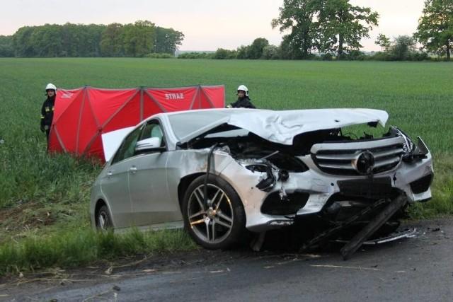 W sobotę, 29 maja doszło do tragicznego wypadku pod Nepomucenowem. Jedna osoba zginęła.Kolejne zdjęcie --->