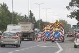 Korki na trasie katowickiej i S11 przez prace drogowe na ul. Krzywoustego. Zwężenie ulicy do jednego pasa