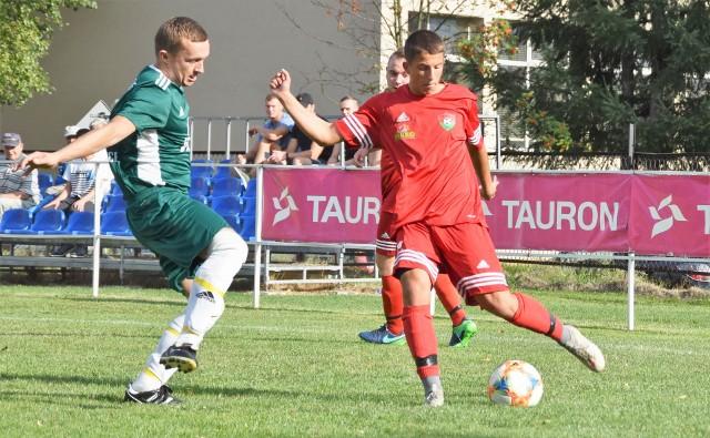 Gorzowianie (czerwone stroje) w drugiej rundzie Pucharu Polski sprawili niespodziankę, eliminując czwartoligowe Rajsko.